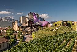 Khách sạn Marqués de Riscal, tuyệt tác kiến trúc thế kỷ 21 giữa cánh đồng nho hàng trăm năm tuổi