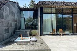 Hiện đại và 'chanh sả' tại khu nghỉ dưỡng Lotte Art Villas hàng đầu Jeju
