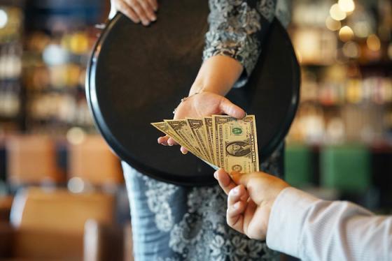 Một số lưu ý khi đưa tiền tip ở khách sạn bạn cần biết để trở thành người lịch sự
