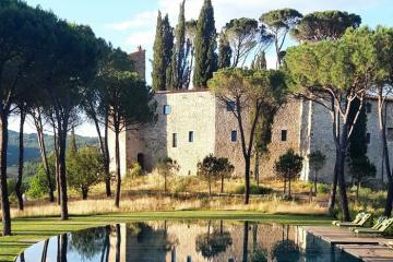 Vẻ đẹp hoàng gia của khách sạn Castello di Reschio từng là lâu đài 1.000 năm tuổi ở Italy