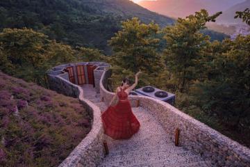 Lạc vào 'tiên cảnh' thơ mộng giữa núi rừng hoang sơ tại Le Champ Tú Lệ Resort đẳng cấp