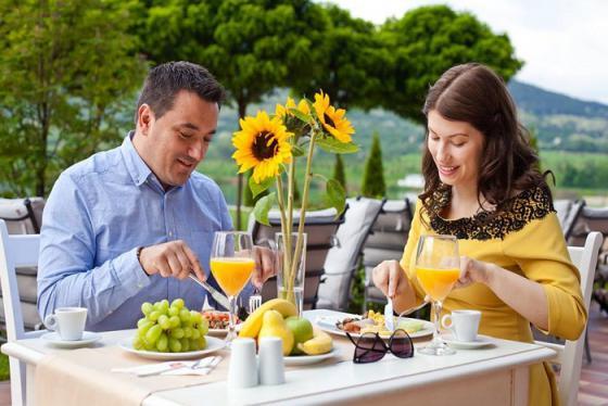 Hotel Riu Pravets Resort mê hoặc du khách bởi vẻ đẹp của núi rừng và thị trấn thanh bình